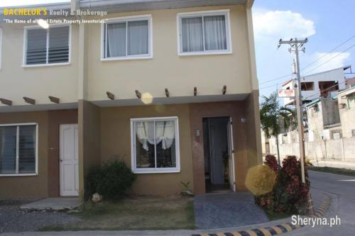 Picture of Decahomes5 Re-open units 20k equity Basak Lapulapu 09229803525